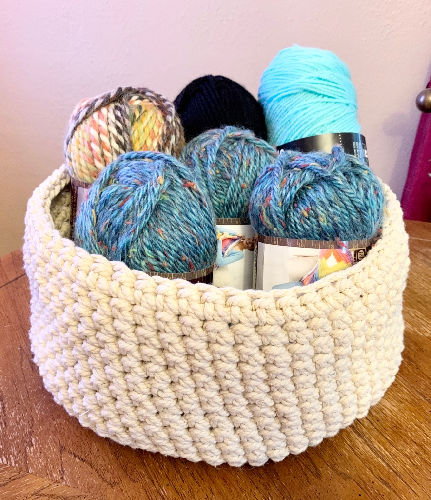 Yarn basket, easy crochet basket using macramé cord